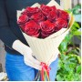 Букет Красные розы в крафте из 9 роз